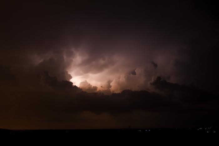 Bleskem osvícená noční konvekce - autor: Michal Janoušek