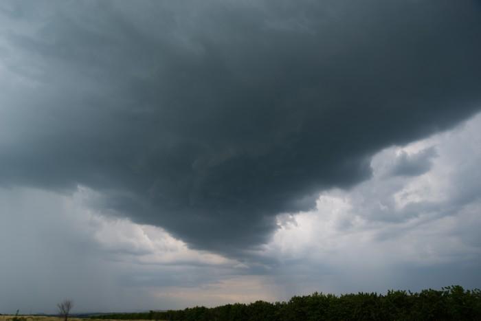 Základna vznikající bouřky, jež způsobí přívalový déšť - autor: Michal Janoušek