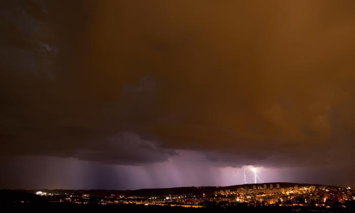 Noční bouřka nad Brnem III - autor: Michal Janoušek