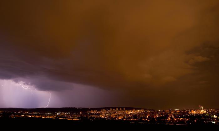 Noční bouřka nad Brnem II - autor: Michal Janoušek