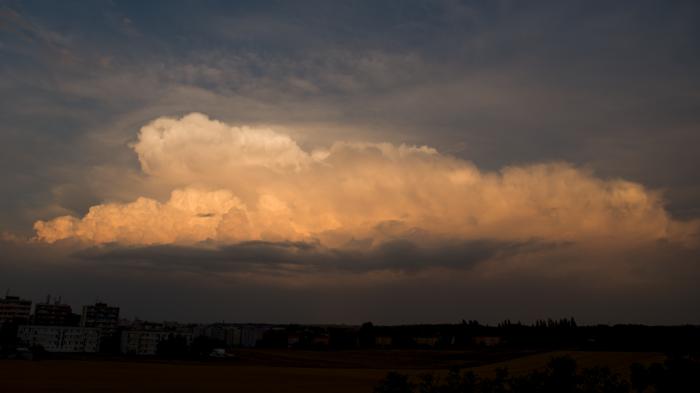 Večerní bouřka nad Prahou - autor: Michal Janoušek