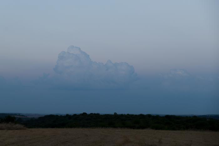 Zatím nenápadný cumulus congestus na východě - autor: Michal Janoušek