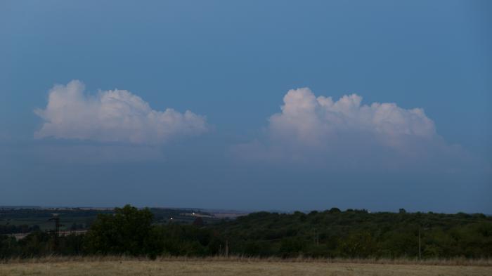 Nenápadné vzdálené cumulonimby - autor: Michal Janoušek
