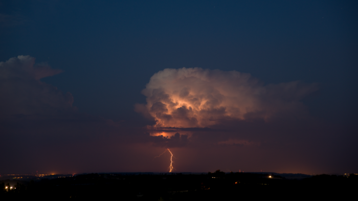 Večerní bouřka světveným CG bleskem - autor: Michal Janoušek