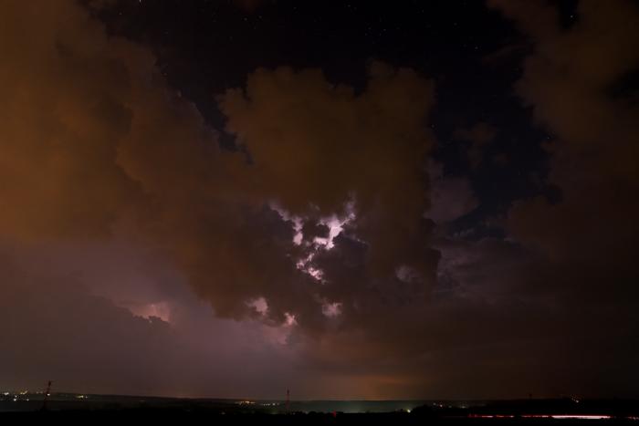 Bouřka prozatím zakrytá jinou konvekcí - autor: Michal Janoušek