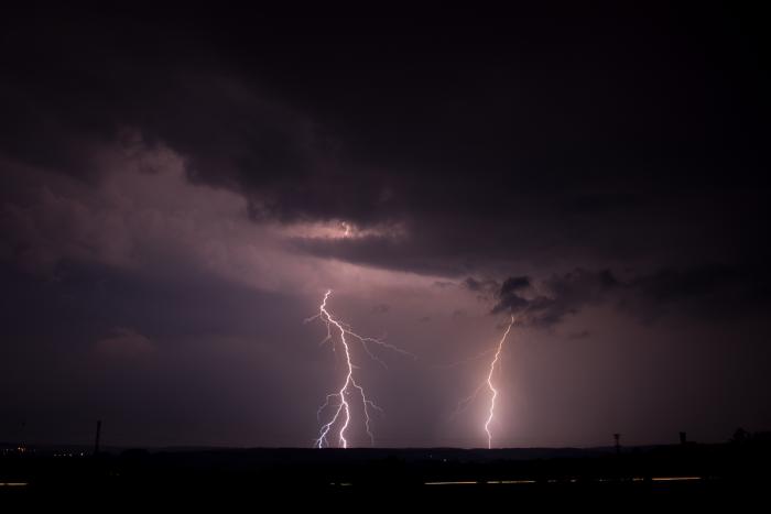 Rozvětvené CG blesky - přibližování bouřky - autor: Michal Janoušek