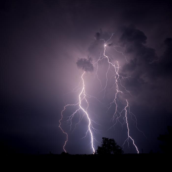 Soustava větvených CG blesků výšky cca 5 km - autor: Michal Janoušek