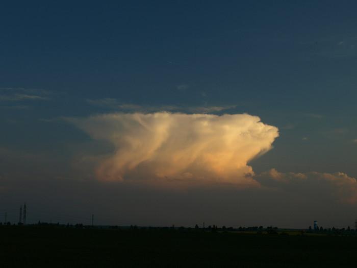 Večerní bouřka vdálce na jihu - autor: