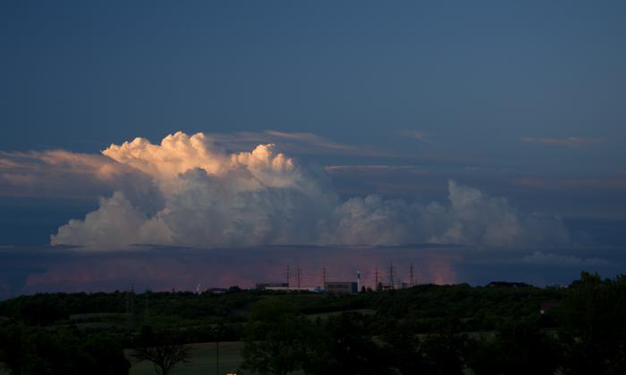 Prévě vzniklý večerní cumulonimbus - autor: Michal Janoušek