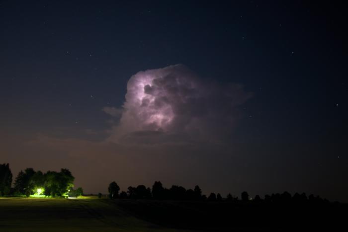 Noční cumulonimbus svnitřním bleskem II - autor: Michal Janoušek
