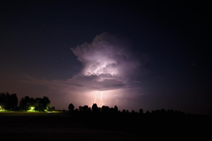 Noční cumulonimbus sblesky - autor: Michal Janoušek