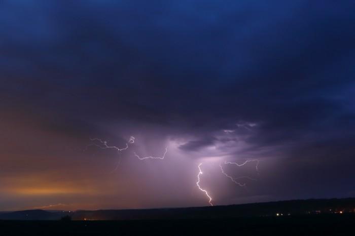 CG blesk na večerní slabé bouřce - autor: Tomáš Novotný