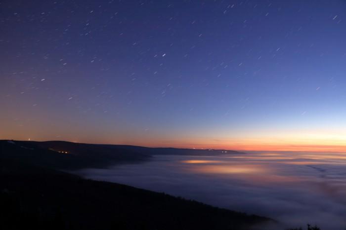 Začínající svítání nad inverzí - autor: Tomáš Novotný