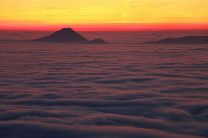 Milešovka před východem slunce - autor: Tomáš Novotný