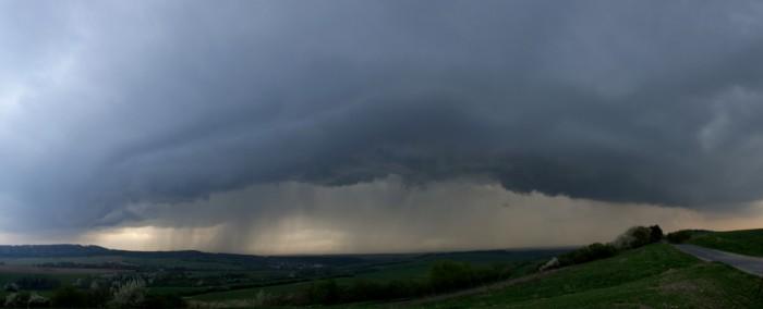 Panorama přicházející slabé bouřky - autor: Tomáš Novotný