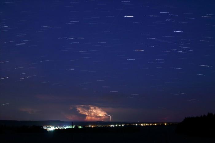 noční obloha scumulonimbem - autor: Tomáš Novotný