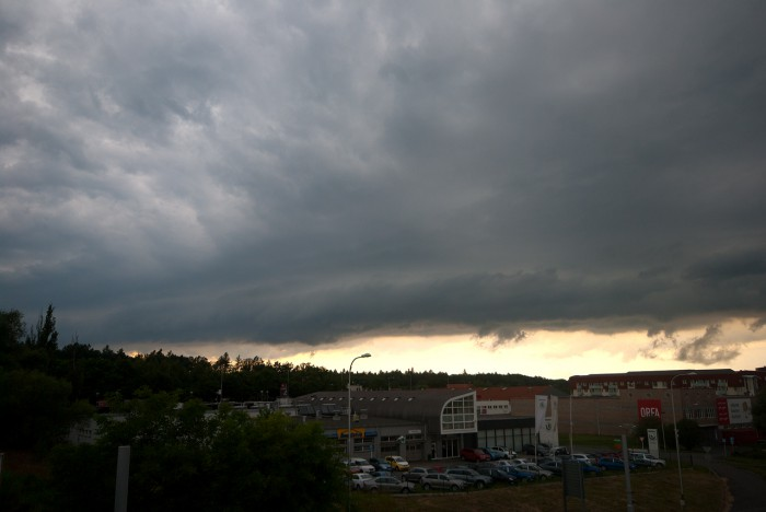 Shelf cloud - autor: Matěj Grék