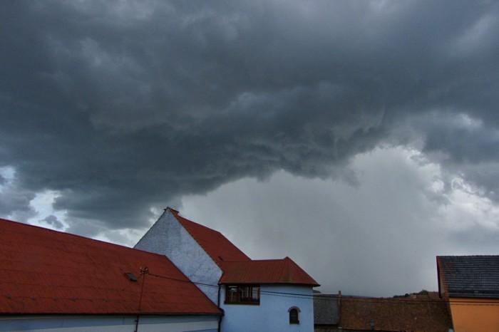 První bouřka se blíží - autor: Jiří Kaňovský