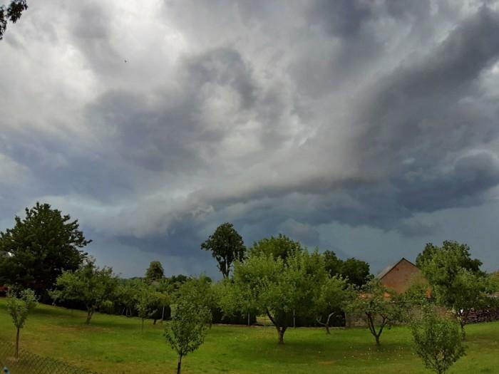 Základna bouřky - autor: Jiří Kaňovský