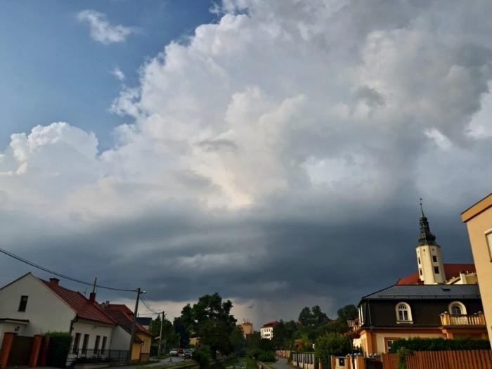Slabý shelf na procházející bouřce - autor: Jiří Kaňovský