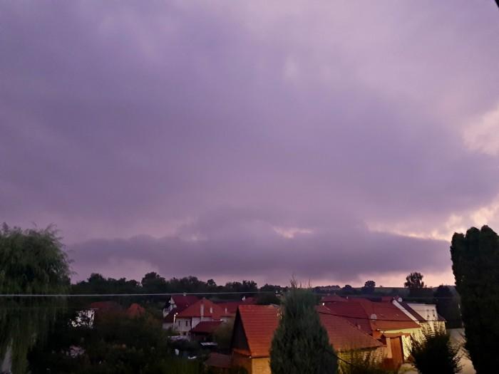 Večerní bouřka vzajímavém světle - autor: Jiří Kaňovský