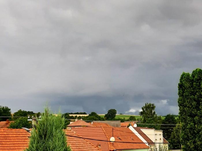 Základna druhé bouřky dne - autor: Jiří Kaňovský