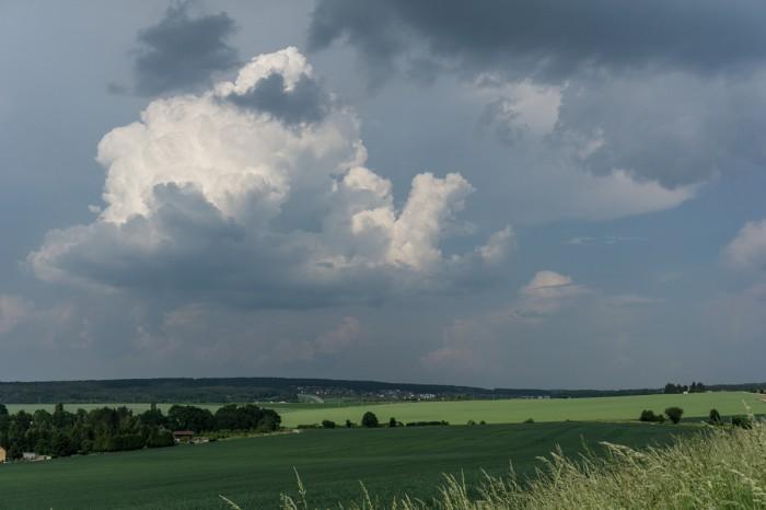 Vývoj vzdálenějších bouřek východně od Plzně - autor: Luboš Opalecký
