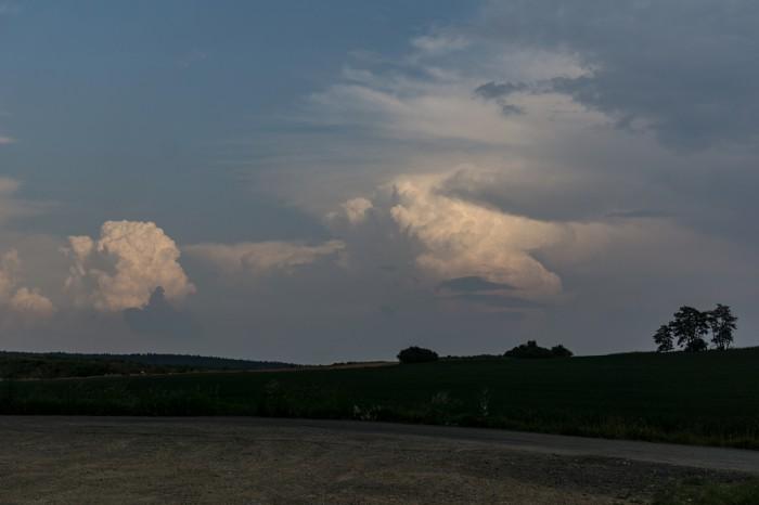 Cumulonimby na jihu - autor: Luboš Opalecký