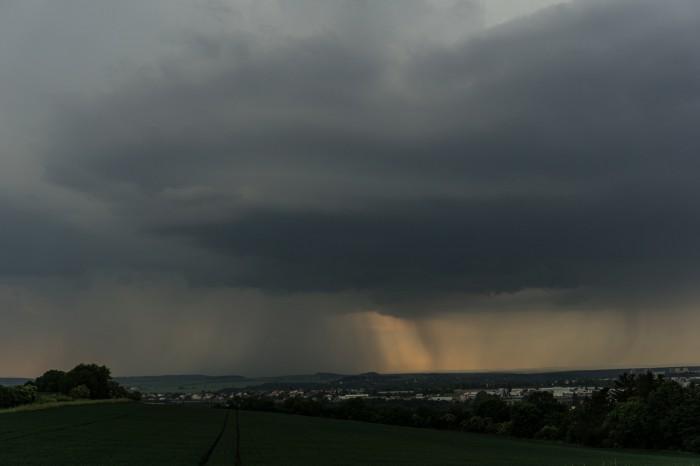 Shelf cloud a srážky - autor: Luboš Opalecký