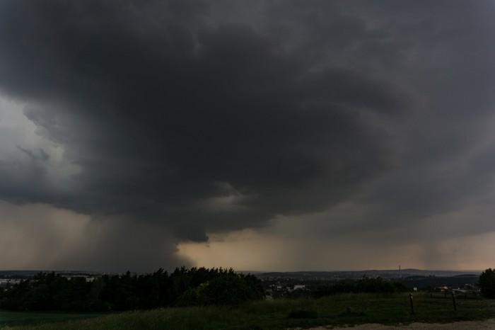 Silná bouře vdalším stádiu - autor: Luboš Opalecký