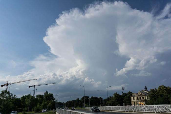 Odchod cumulonimbu - autor: Luboš Opalecký