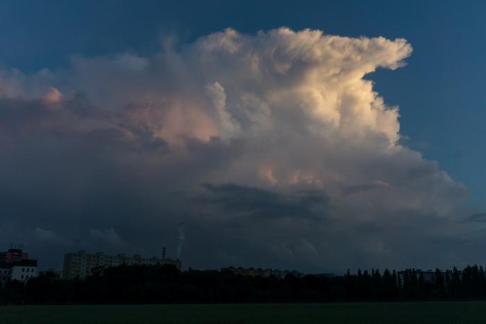 Večerní cumulonimbus 2 - autor: Luboš Opalecký