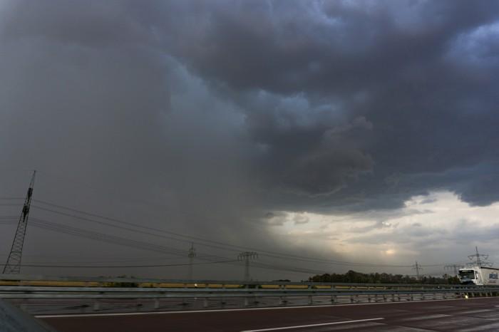 Mohutná bouře sdownburstem - autor: Luboš Opalecký
