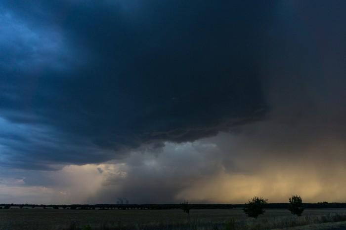 Bouřka při západu Slunce 1 - autor: Luboš Opalecký