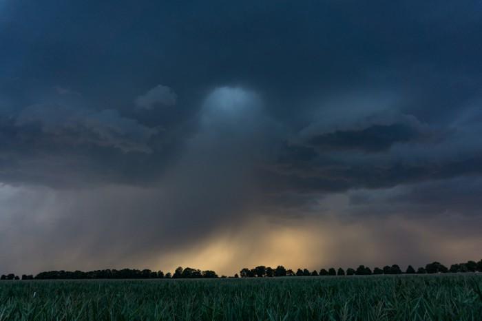 Bouřka při západu Slunce 4 - autor: Luboš Opalecký