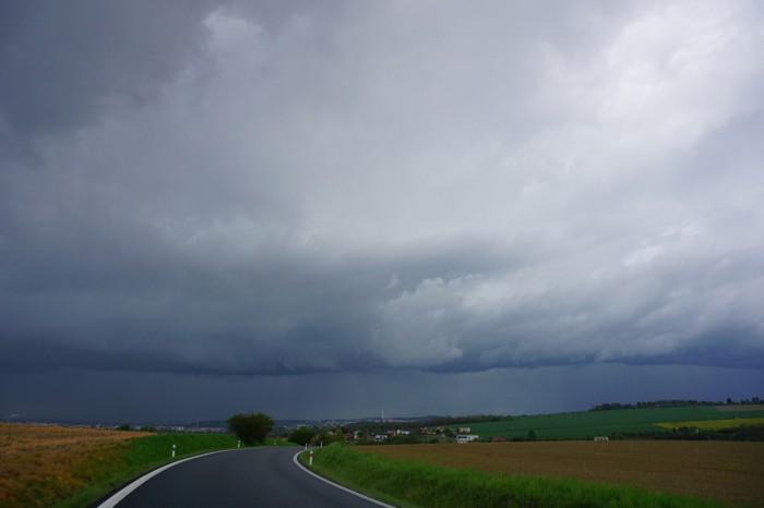 Linie bouřek vdáli - autor: Luboš Opalecký