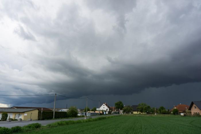 Bouře se shelf cloudem 01 - autor: Luboš Opalecký