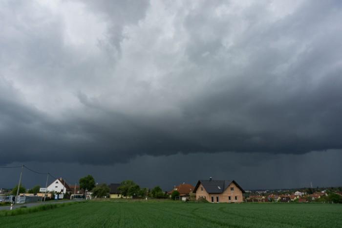 Bouře se shelf cloudem 02 - autor: Luboš Opalecký