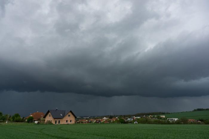 Bouře se shelf cloudem 03 - autor: Luboš Opalecký