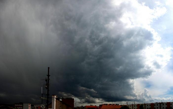 Dynamicky formovaný vzestupný proud bouřky - autor: Luboš Opalecký