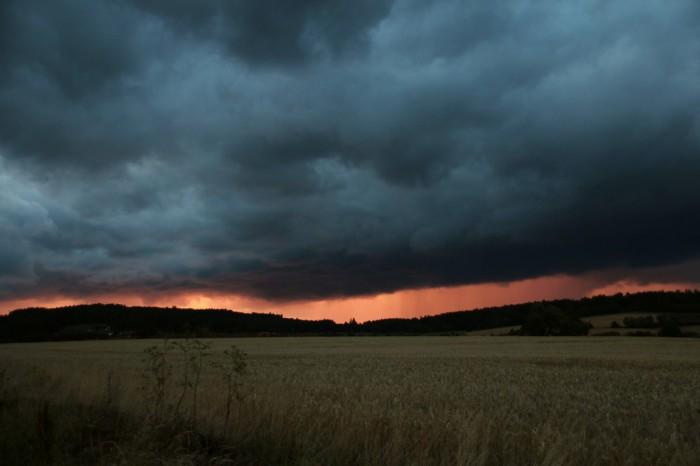 Přibližující se večerní bouřka  - autor: Luboš Opalecký