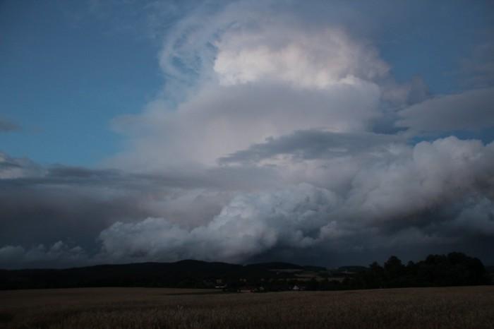 Cumulonimbus večerní bouřky - autor: Luboš Opalecký