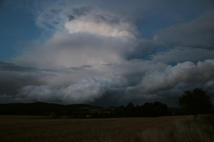 Cumulonimbus večerní bouřky 2 - autor: Luboš Opalecký