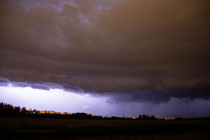 Čelo bouře vykreslené bleskem - autor: Luboš Opalecký
