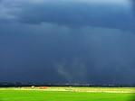 Zvýřený prach před přicházející bouřkou - autor: