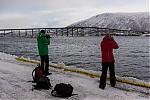 První fotky..aneb pánové smostem mezi ostrovní částí Tromsa a pevninskou - autor: Dagmar Müllerová