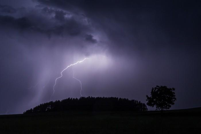 Blesk na zadní straně bouřky - autor: Dagmar Müllerová