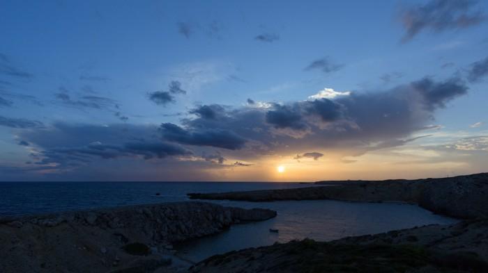 Středeční východ Slunce vrozpadajícím se Cb po bouřlivé noci - autor: Dagmar Müllerová