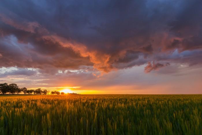 Bouřka vzápadu Slunce - autor: Dagmar Müllerová