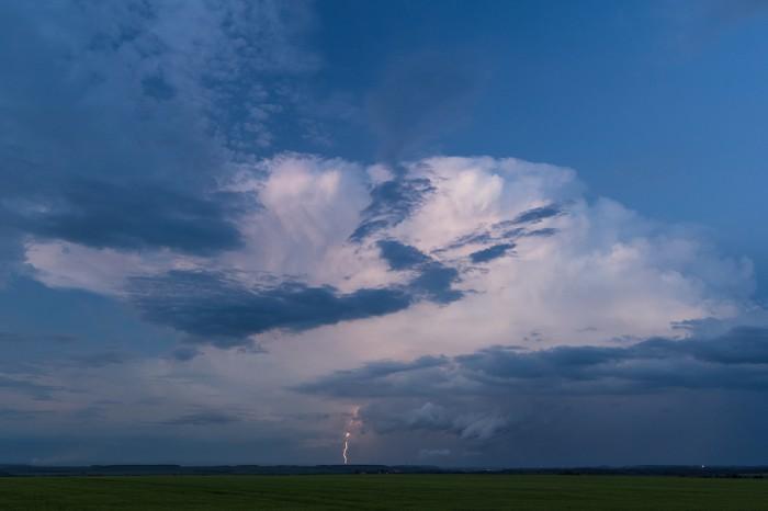 Zadní strana bouřky sCG bleskem - autor: Dagmar Müllerová